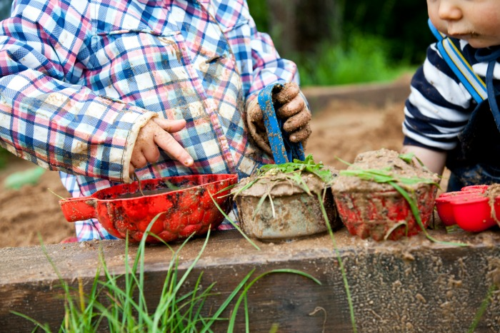 Kids making mud pies - the Genius of Play