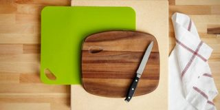 How To Naturally Clean Your Plastic Cutting Board